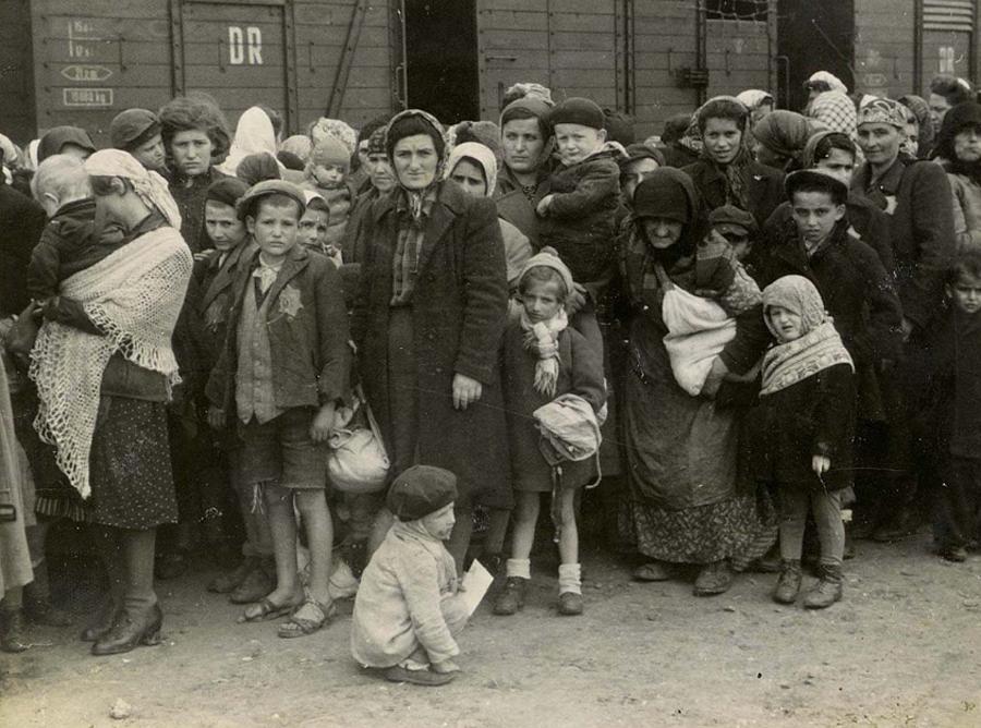 Депортированные евреи проходили селекцию