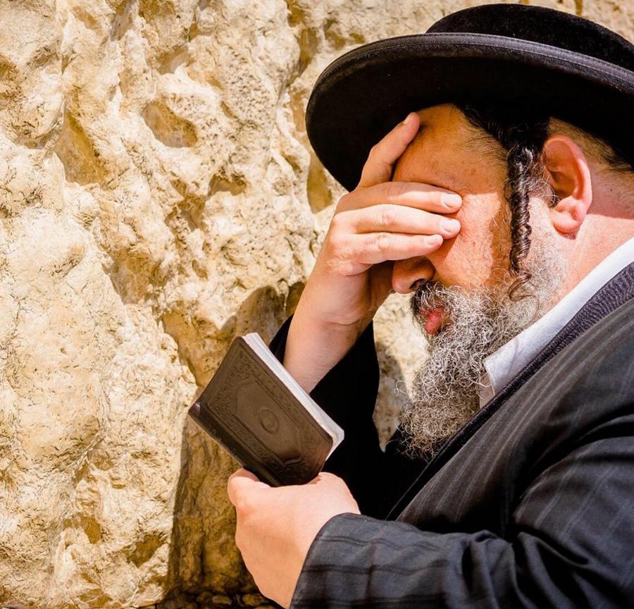 Иудей у стены Плача