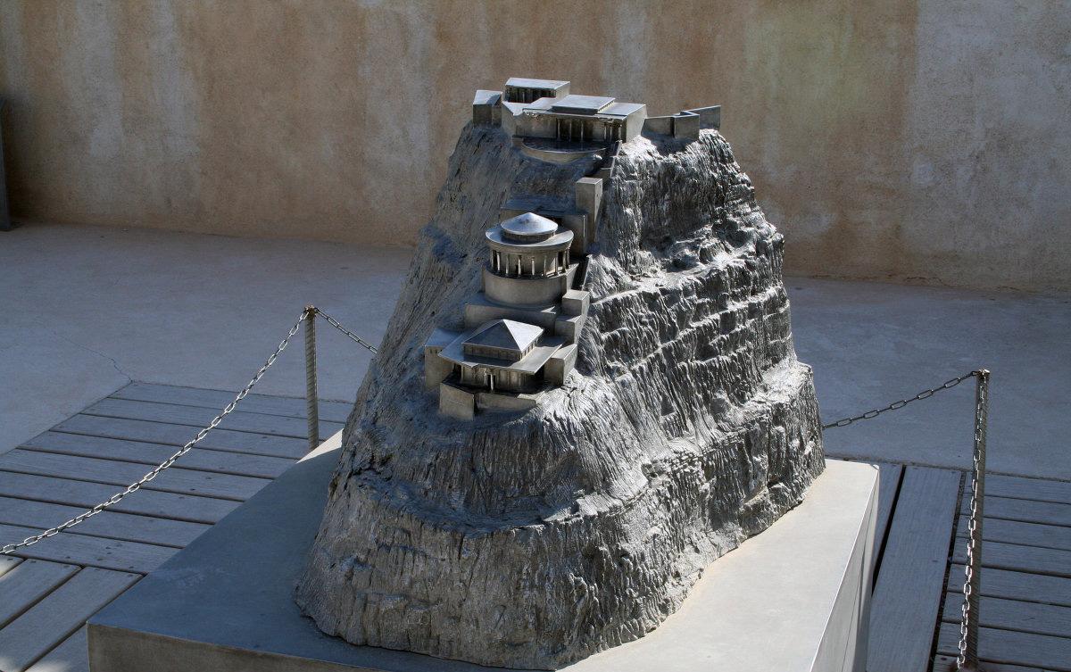 Макет крепости-дворца Масада