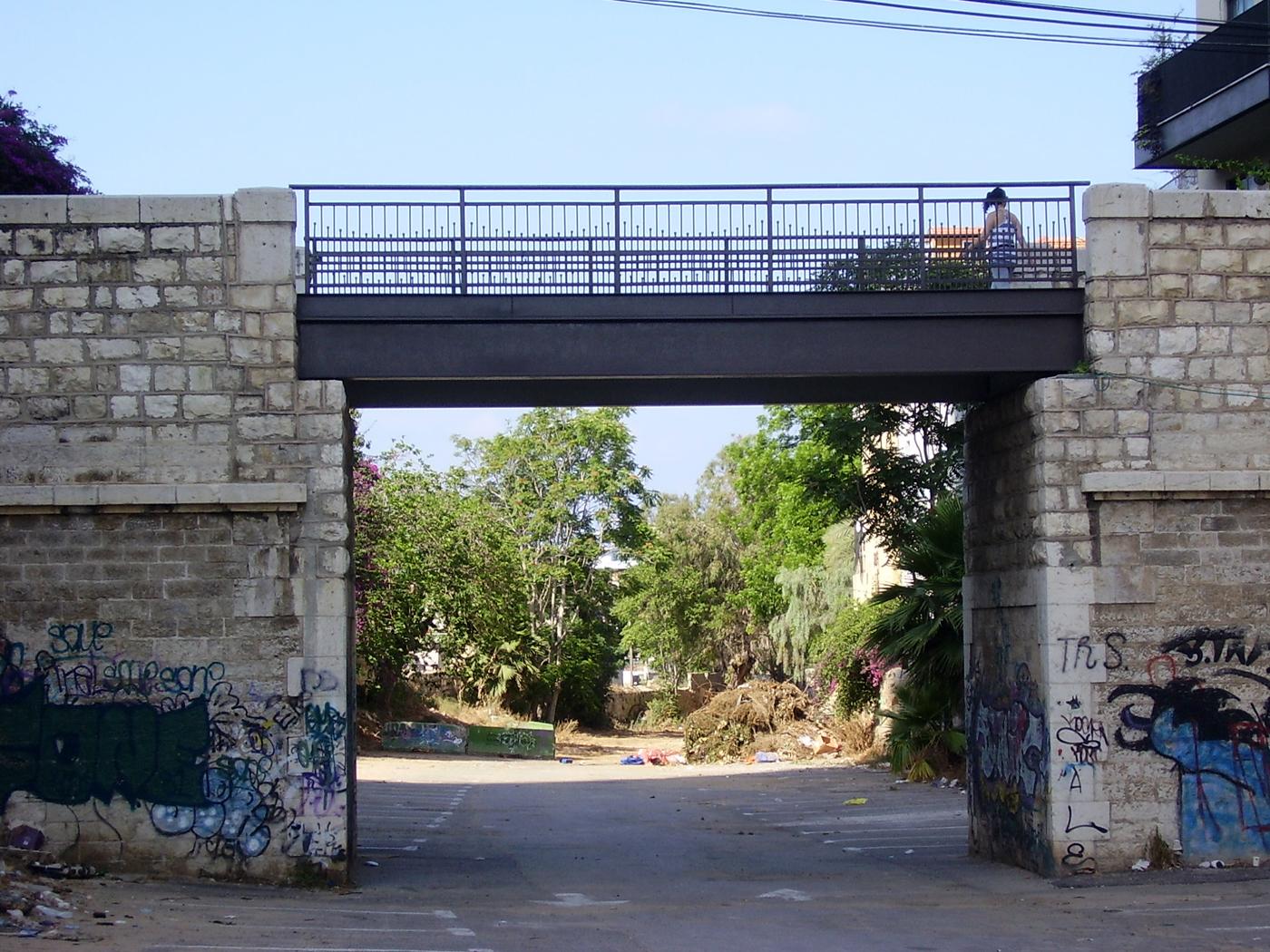 Мост Шлуша, Тель-Авив