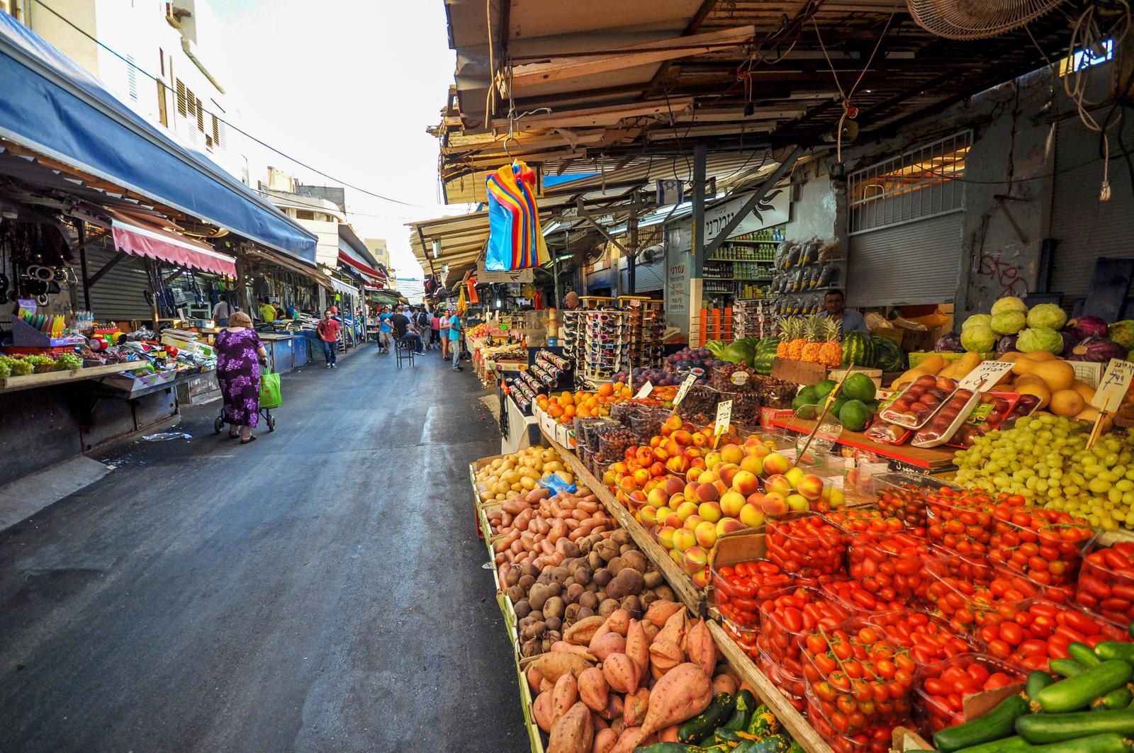 Покупка продуктов на рынке Тель-авива