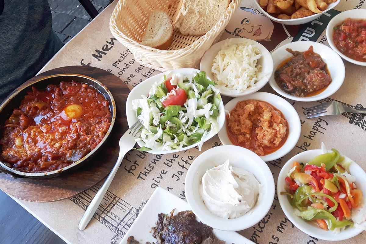Обед на двоих в кафе, Тель Авив