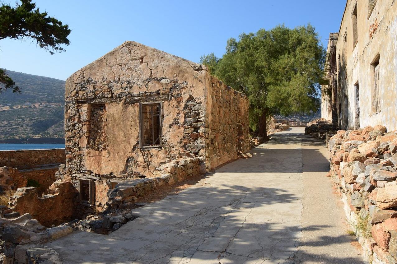 Руины построек