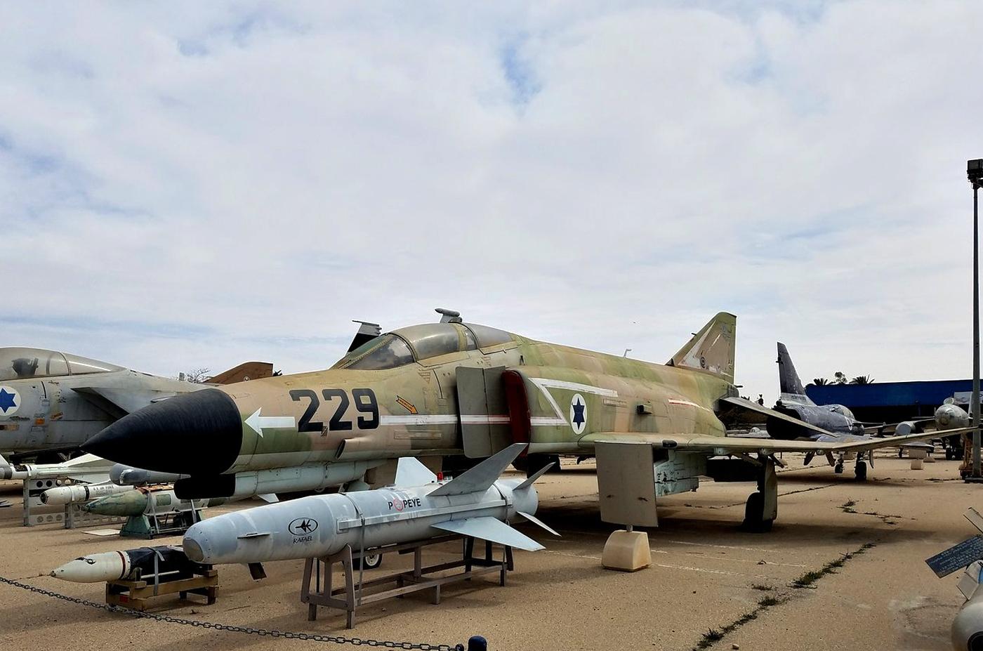 Самолет F-4E Phantom