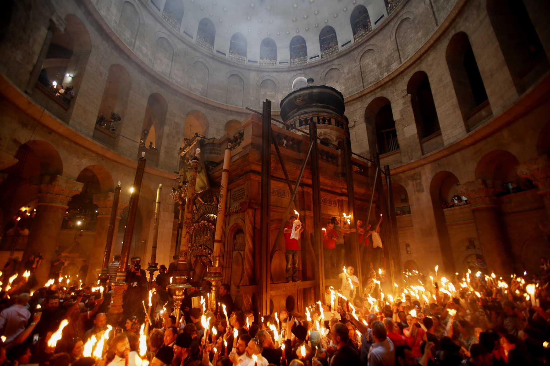 Ритуал схождения Благодатного Огня