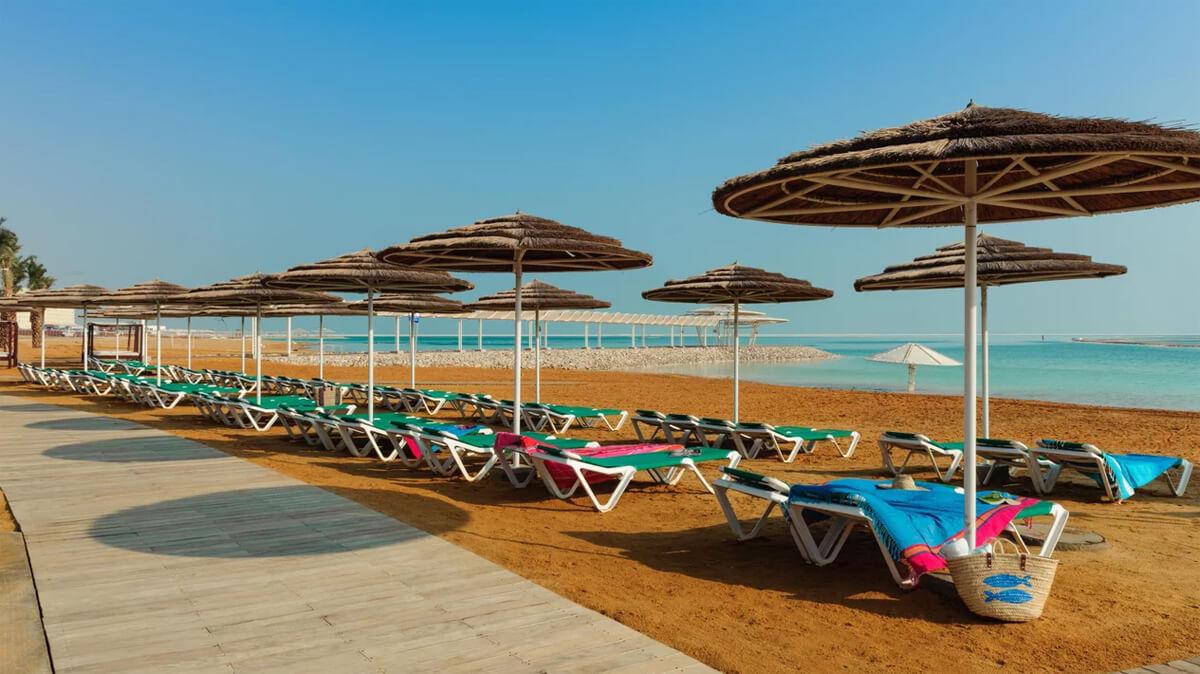 Пляж в зоне отеля Леонардо