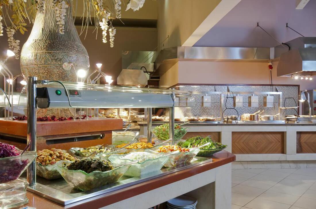 Разнообразная и вкусная еда в отеле Leonardo Plaza Hotel Eilat