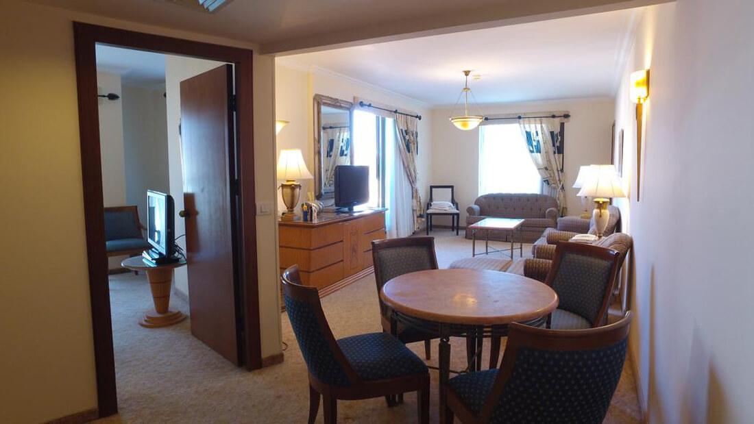 Светлый и уютный номер отеля Luxury Suite Queen Eilat