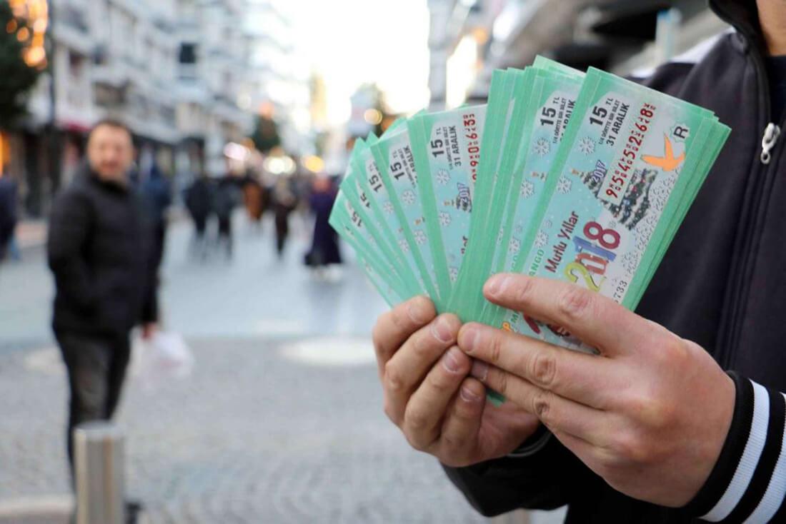 Обычай покупать лотерейный билет на Новый Год