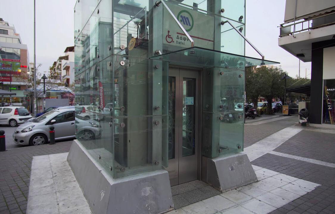 Лифт в метро