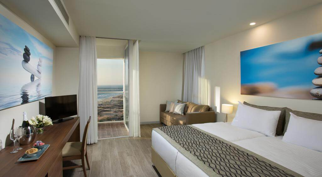 Номер в отеле Ramada Resort Hadera Beach