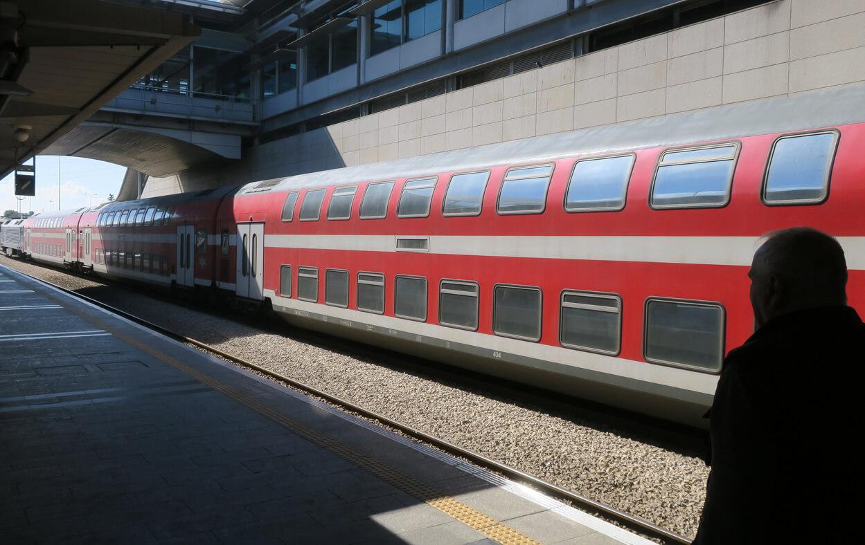 Пересадка на поезд на станции ха-Хагана