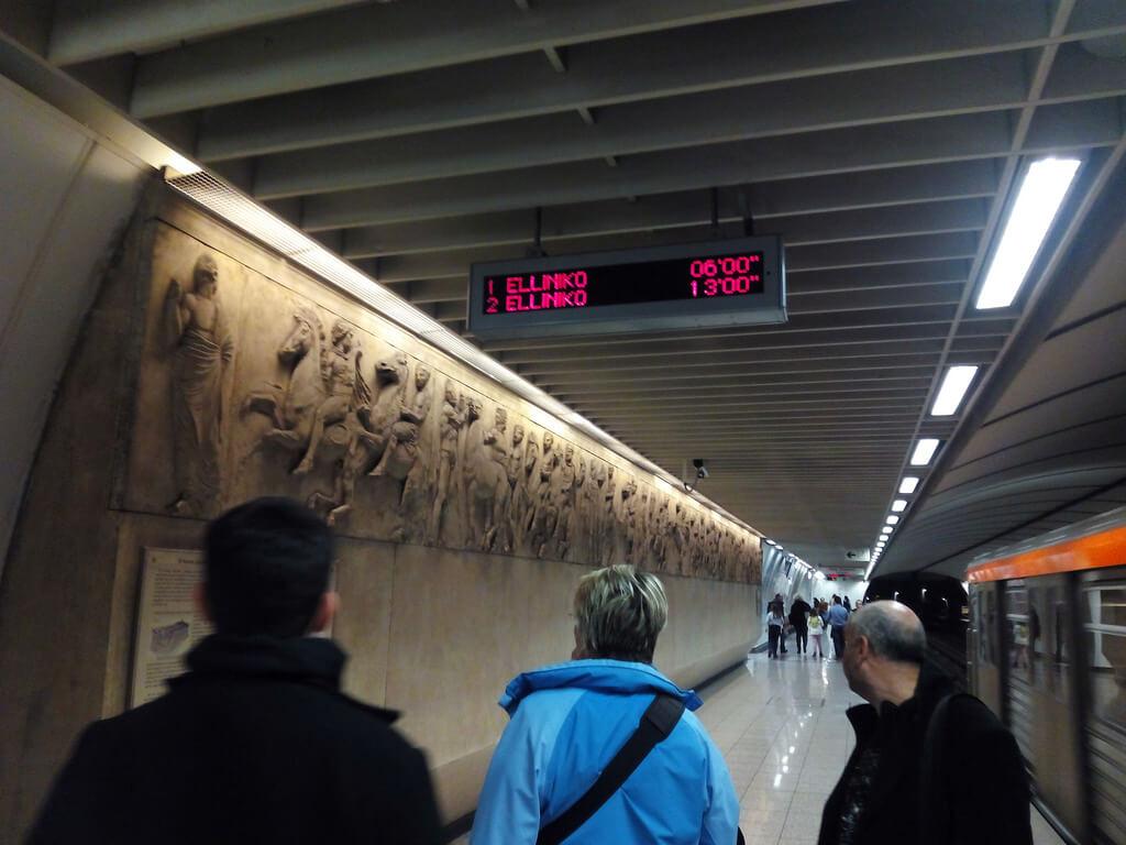 Табло информирующее о отправке и прибытии поездов метро