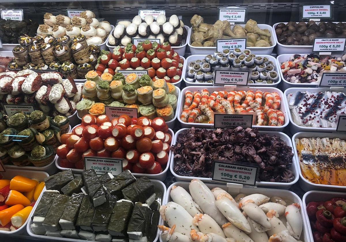 Много вкусностей на рынке Вены
