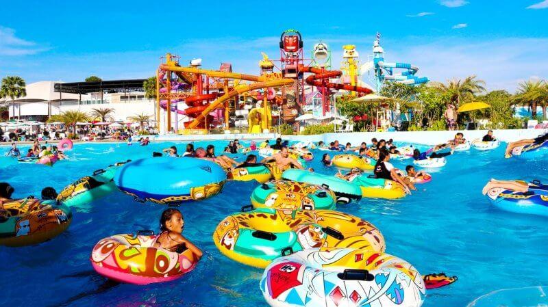 Волновой бассейн а аквапарке