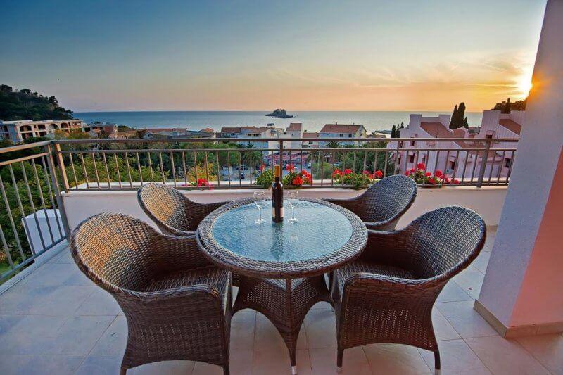 Терраса отеля, Черногория
