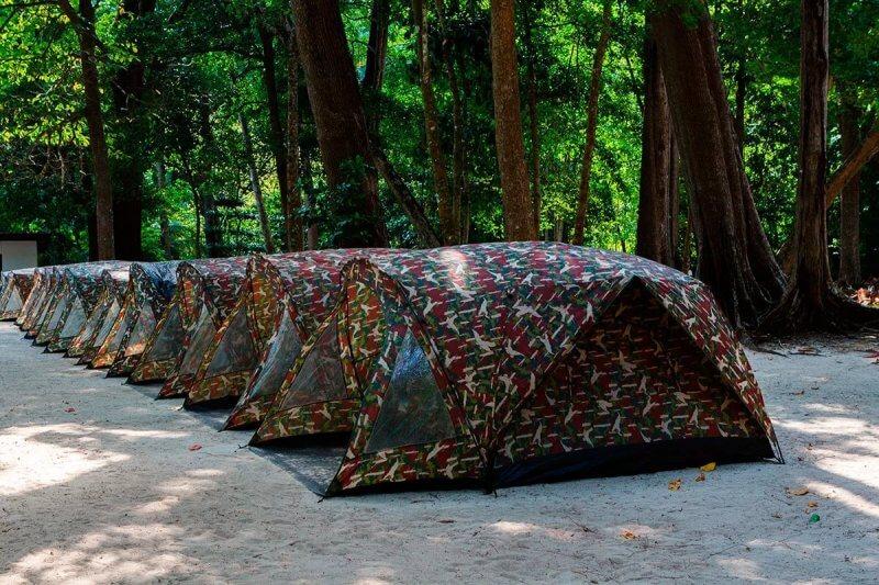 Палатки на острове Симилан