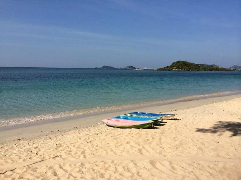 Пляж танцующей девушки в Таиланде