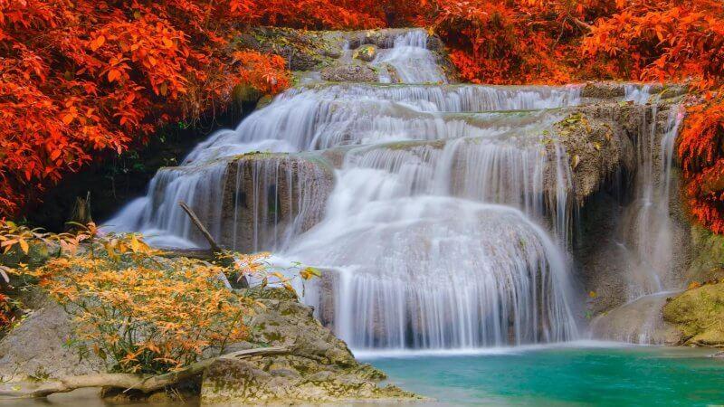 Осенний водопад