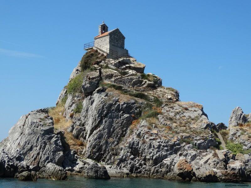 Церковь на острове Святой недели
