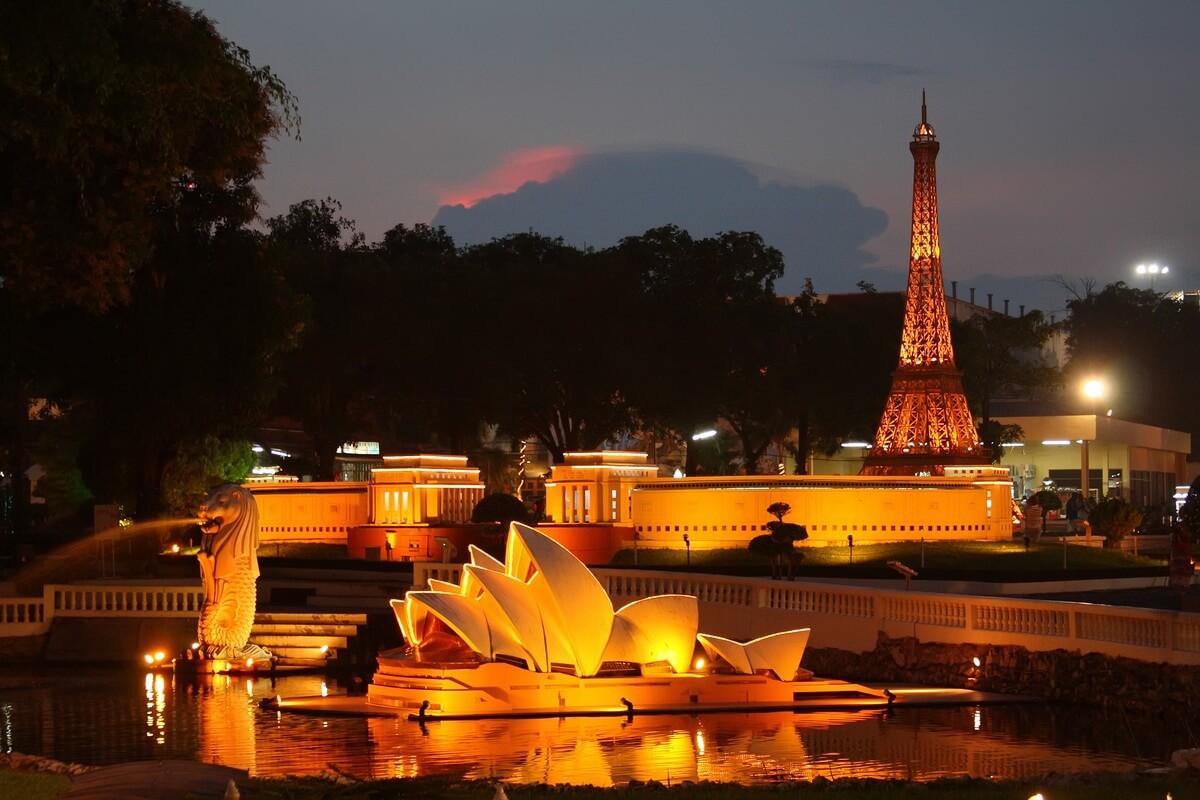 Ночной парк «Мини Сиам» в Паттайте