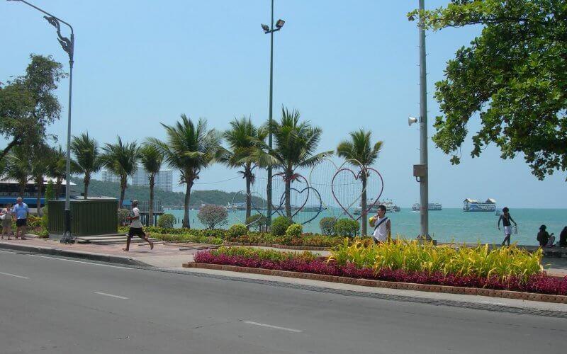 Набережная (Beach road)
