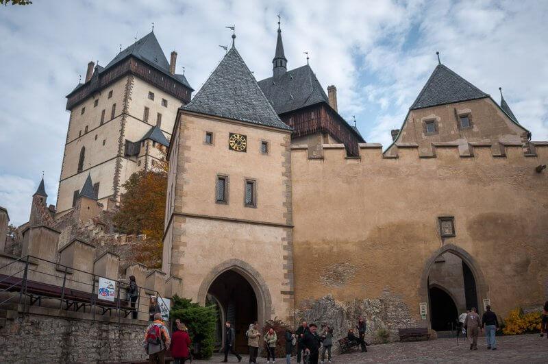 Нижний двор замка Карлштейн