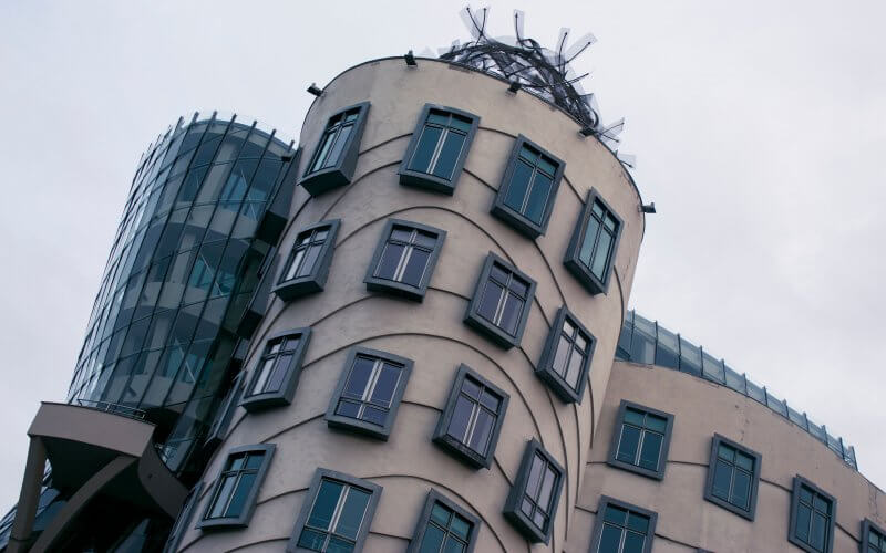 Окна танцующего дома