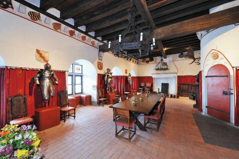 Рыцарский зал в замке Эльц