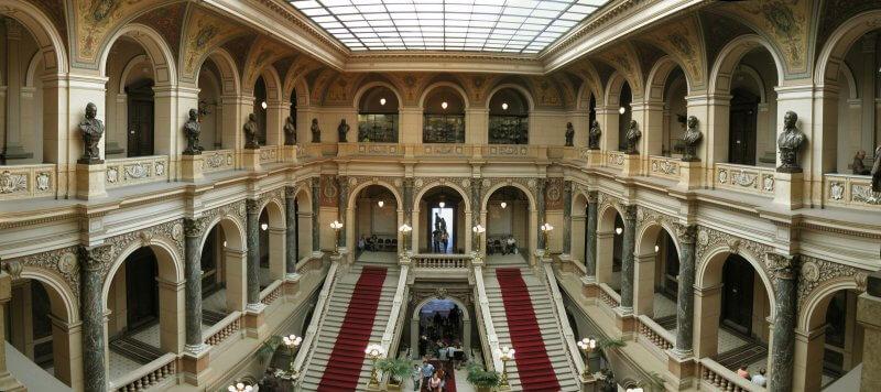 Холл в Национальном музее Праги