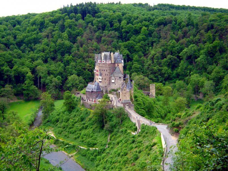 Замок Эльц на холме