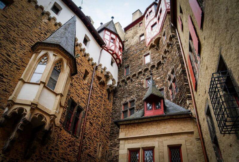 Двор в замке Эльц