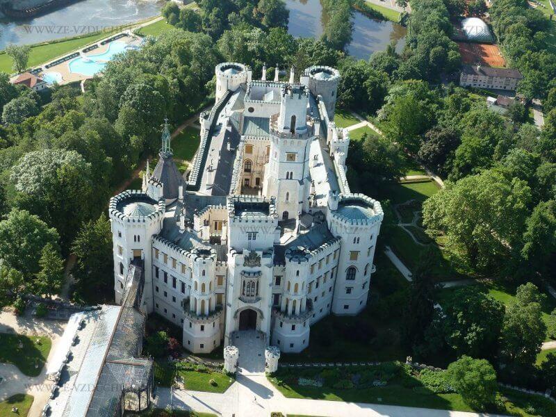Вид на замок Глубока-над-Влтавой