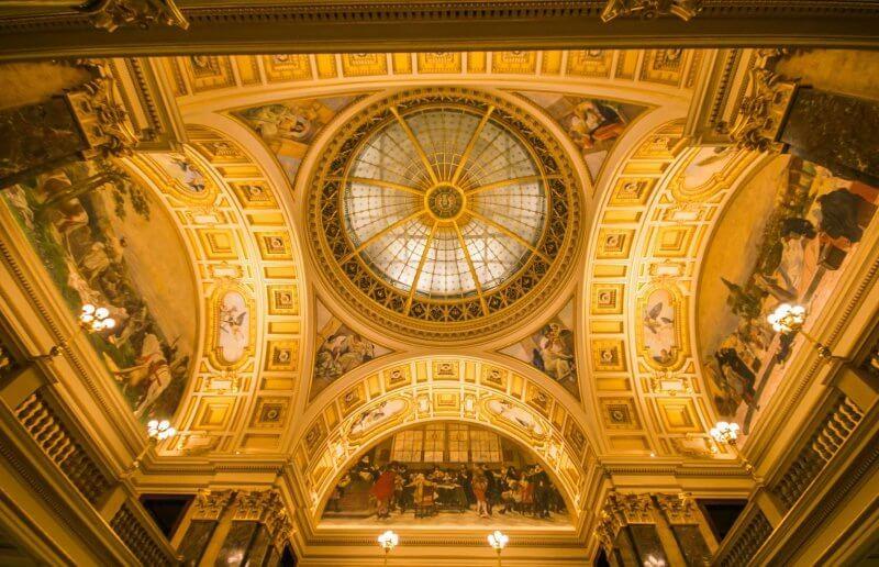 Потолок в Национальном музее Праги