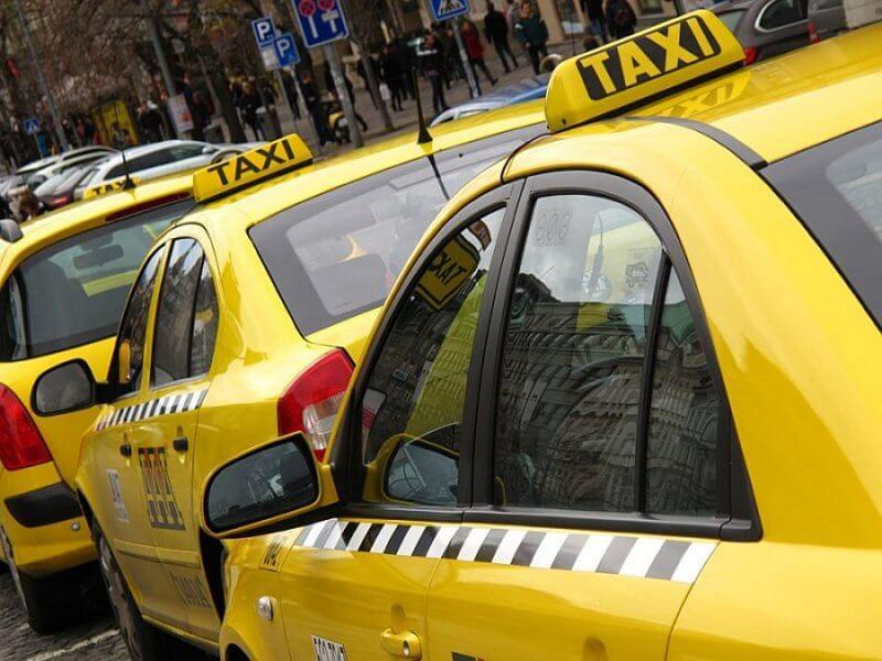 Такси до замка