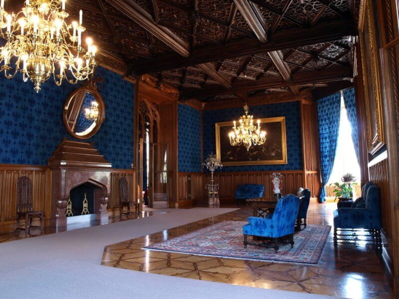 Зал в замке Леднице
