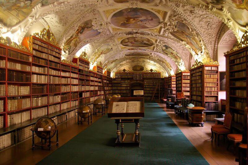 Главный зал в библиотеке Клементинум