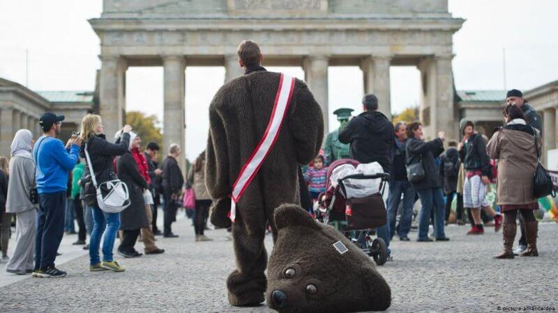Символ Берлина около Бранденбургских ворот