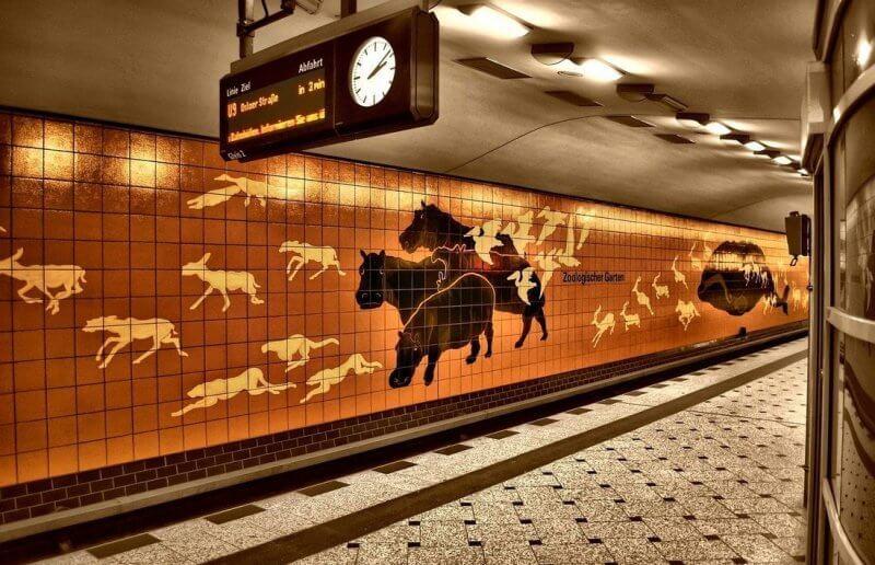 Станция метро около зоопарка