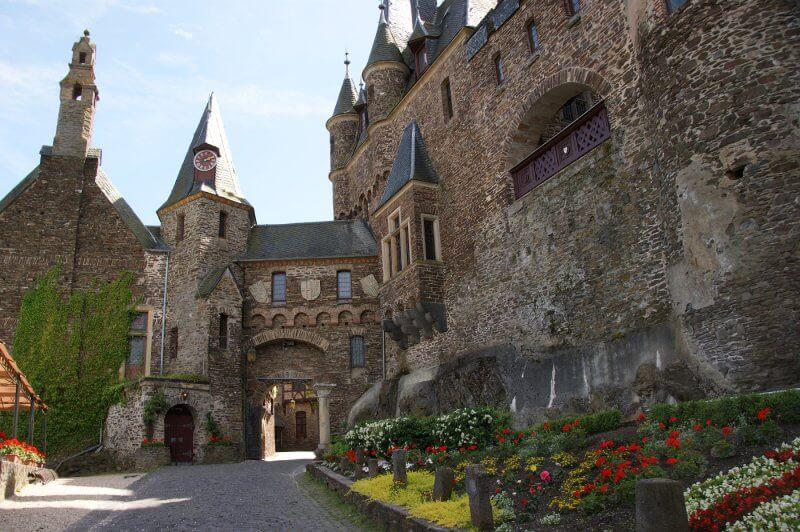 Двор в замке