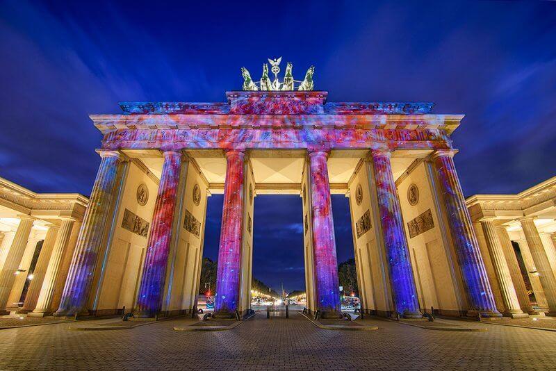 Вечерняя подсветка Бранденбургских ворот
