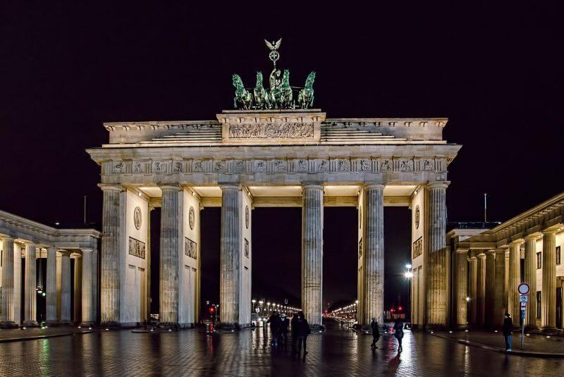 Бранденбургские ворота вечером