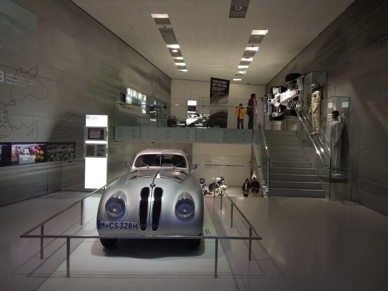 Ретро-автомобиль в музее  BMW