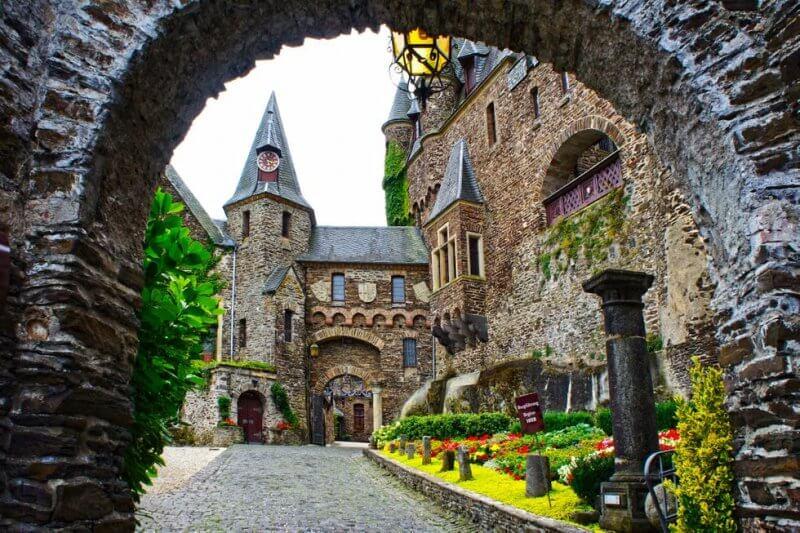 Вход в замок Райхсбург