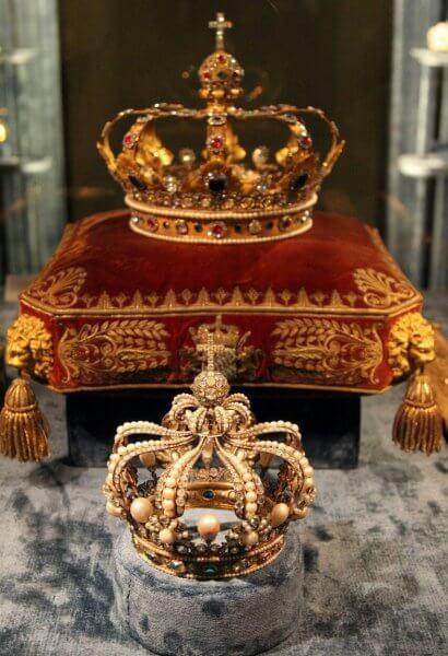 Короны в сокровищнице
