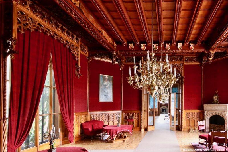 Красный зал в замке Леднице