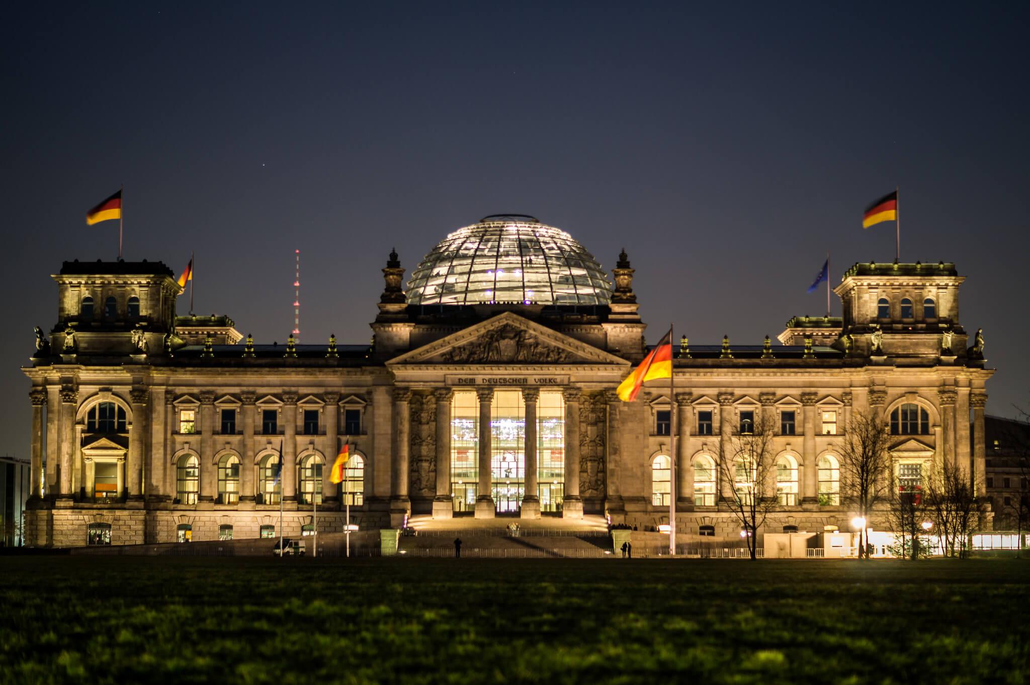 надевании протеза фототур в берлин стене