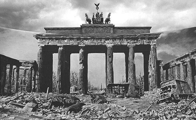 Бранденбургские ворота во время войны