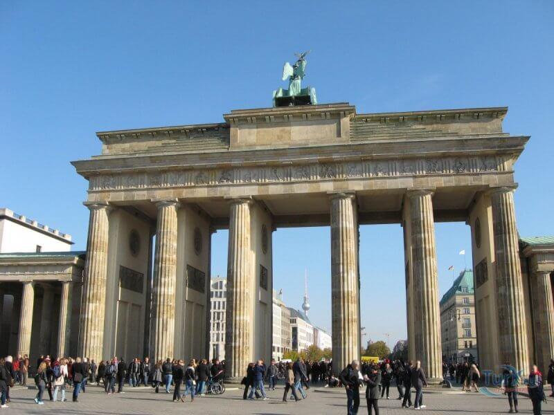 Пешеходная зона около Бранденбургских ворот