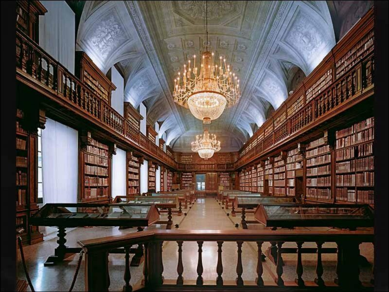 Большой зал в библиотеке